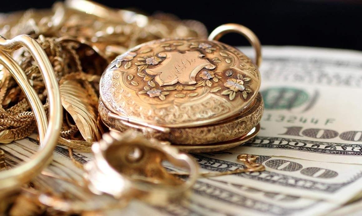 Драгоценности и валюта на хранение в банковской ячейке