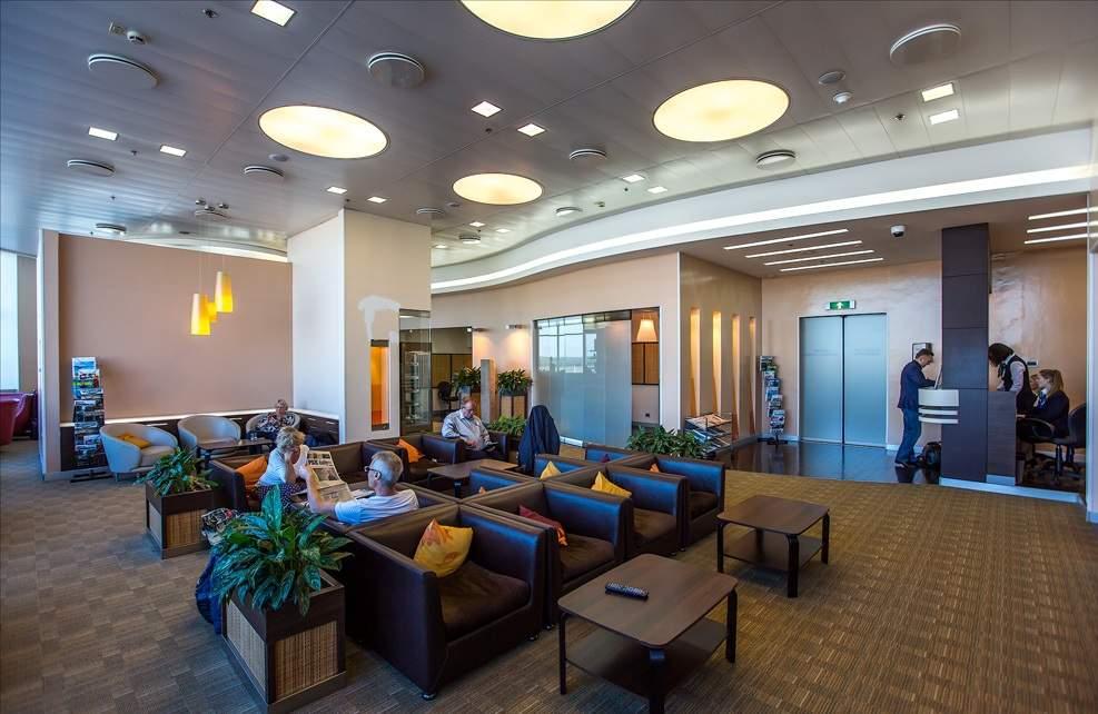 Количество гостей может быть ограничено правилами конкретного бизнес зала