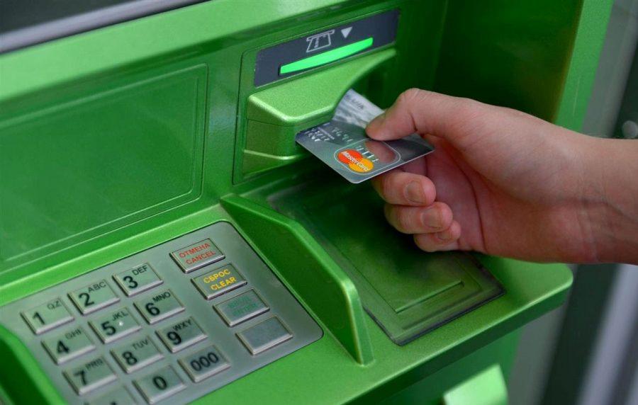 Вставить в кардридер банкомата пластиковую карту