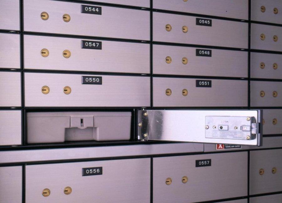 Банк предоставляет депозитные ячейки