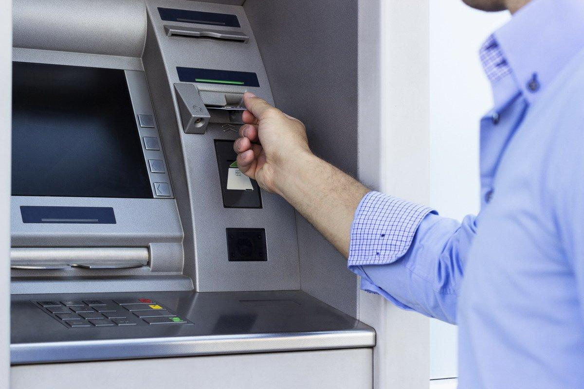 Снять средства в банкомате
