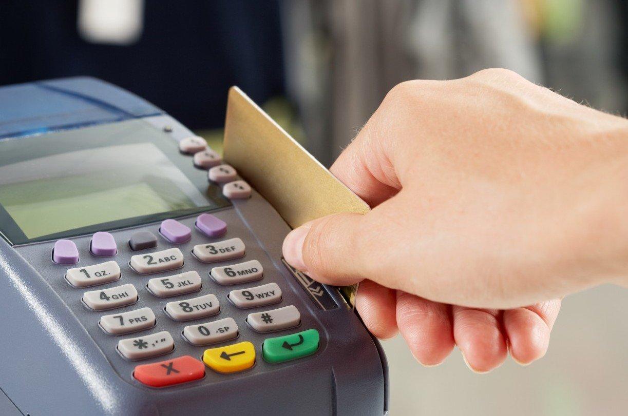 Оплачивать покупки картой Сбербанка