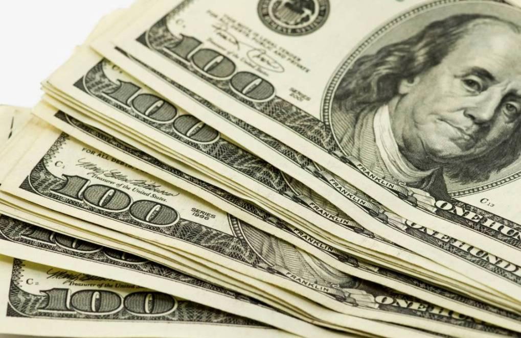 Доллары США и российские рубли