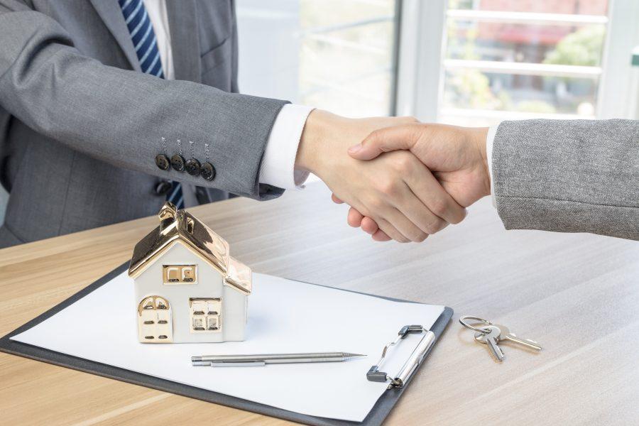 Приобретать недвижимость в ипотеку